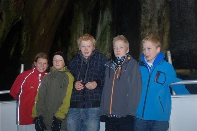 Elida, Markus, Johannes, Torgeir og Henning på båttur rundt Vestmannaeyir.