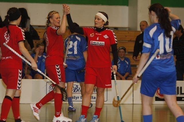 Tre mål: Jenny Olofsson (nr. 6) scoret to, og hadde en assist mot Grei tirsdag kveld i Stovnerhallen. Foto: Carina Alice Bredesen