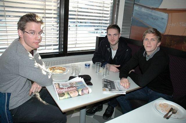 Frank Ludvigsen (24, i midten) så det som en plikt å ta vaksinen mot svineinfluensa. Brage Nordgård (26, t.v.) og Erling Faugstad (25) er ikke redde for å bli syke.