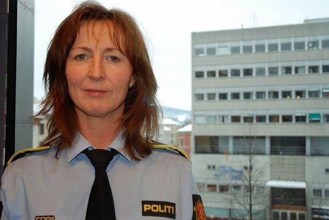 – VÆR PÅ VAKT: Janne Strømner ved Sentrum Politistasjon. Foto: Anne Marie Huck Quaye