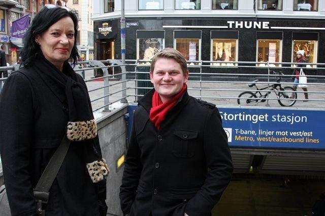KREVER SVAR: Trine Dønhaug og Andreas Behring vil ha svar på hvorfor t-banen går tomt for strøm.
