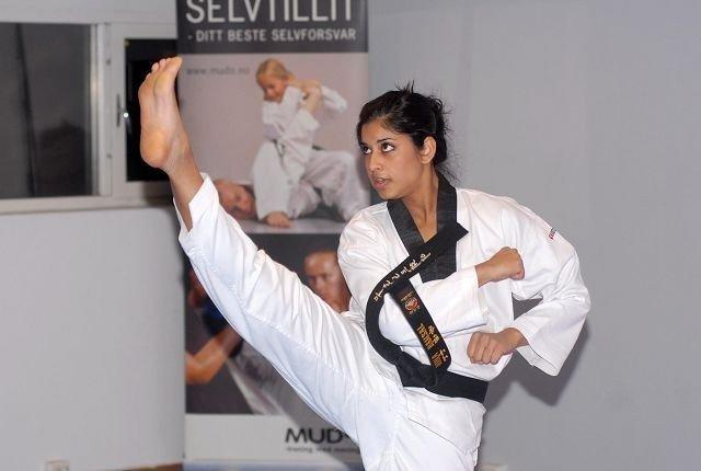 Nina Bansal fra Torshov er landets kanskje beste utøver i mønsterklassen i taekwondo.