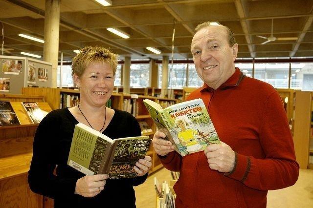 Biblioteksjef Heidi Stene og leder av Østensjø bydelsutvalg, Arnfinn Aabø, gleder seg over at den første Anne-Cath. Vestly-dagen snart er en realitet. Foto: Nina Schyberg Olsen