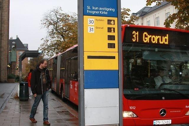 Blir billigere: Nå blir det slutt på dyre billetter for å komme seg hjem med bussen om natta.