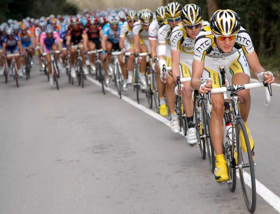 Det nærmer seg sprint og Team Columbia-toget vet akkurat hva som skal til for å sende lagkapteinen til topps på etappen.