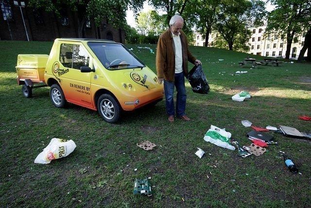 Slik vil ingen ha det i byens grønne lunger. Ruskengeneral Jan Hauger tar opp kampen mot søpla allerede fra tirsdag. FOTO: HEGE BJØRNSDATTER BRAATEN