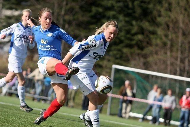 1-0: Anna Fjeld får tåa på ballen, og sender VIF i føringen med 1-0.