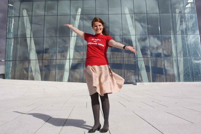 Frivillig i Røde Kors, Ingrid Gauden, håper du kommer på operataket k. 11.30 fredag 7. mai. Da skal Røde Kors lage verdens største kors av mennesker.