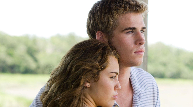 Australske Liam Hemsworth fester grep på Miley Cyrus i «The Last Song», som har norgespremiere 7. mai.