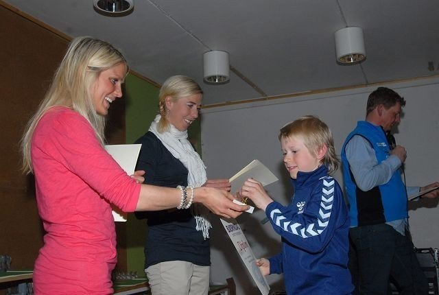 Sigurd Mæland syntes det var stort å få premie fra Therese Johaug og Kristin Størmer Steira.