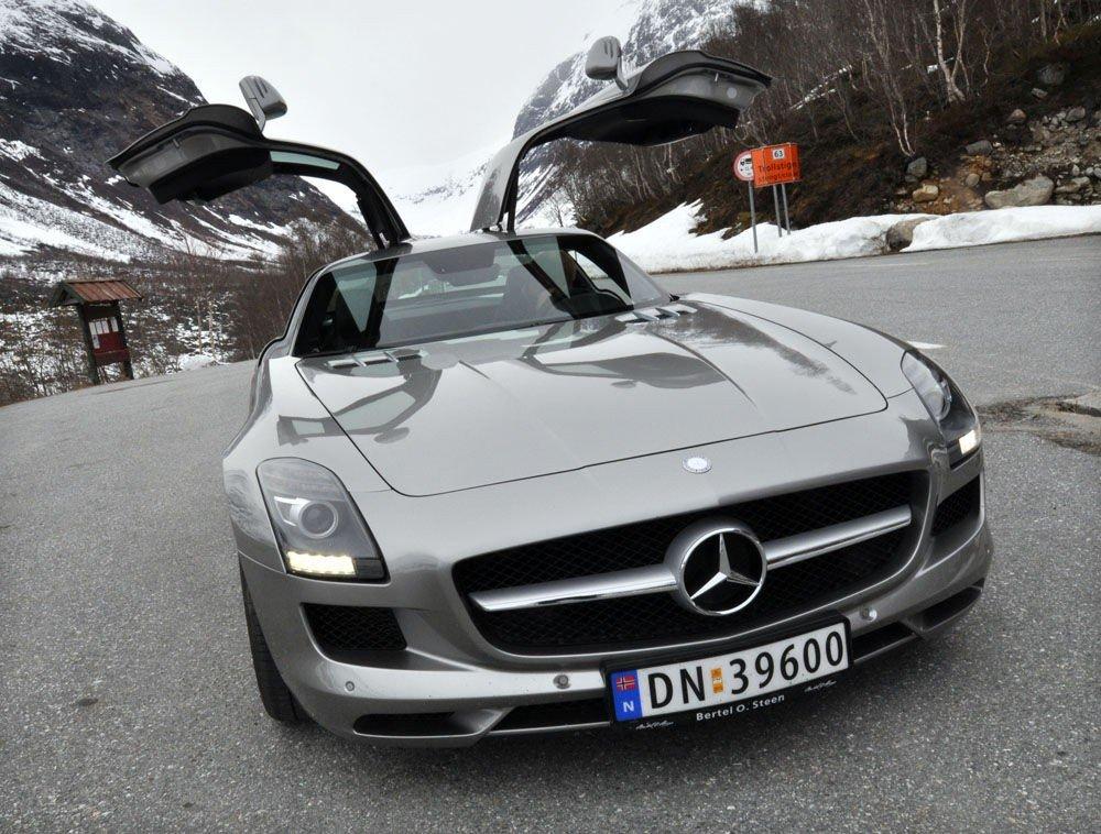 Med 317 km/t som elektronisk begrenset toppfart blir SLS den raskeste nåbygde Mercedesen.