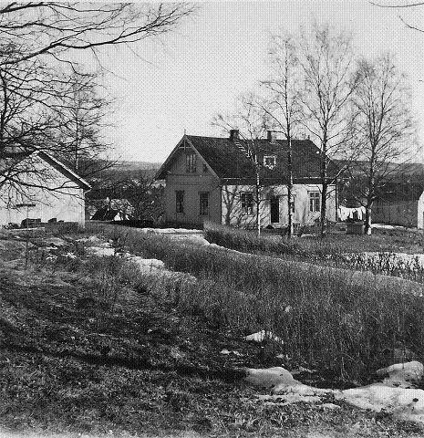 Vestengen 3 i Brannfjellveien 102, stedet som forbindes av de fleste som stedet der familien Enger bodde. Ryen gård lå opprinnelig nord for der Møller Ryen ligger i dag. KLIKK PÅ BILDET FOR Å SE NESTE BILDE