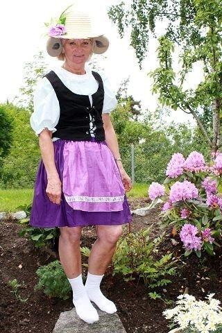 25. juni kan Hilda Tønsberg (59) slappe av. Da skal alle kostymene til Hakkebakkeskogen i Bjørneparken på Flå være klare. Her er hun i ett av sine museantrekk.