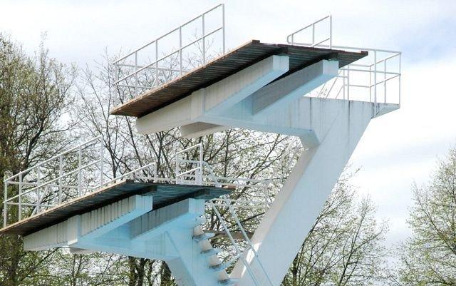 En 42 år gammel mann ble hardt skadet da han hoppet fra 10-meteren i Frognerbadet iidligere i dag.ILLUSTRASJONSFOTO