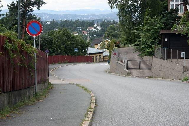 Nå har du ikke lenger anledning til å parkere i Nordstrandveien fra Nordstrand stasjon og opp til Solveien.