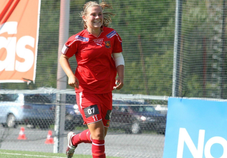 Emilie Bosshard Haavi spilte en kjempekamp mot Amazon Grimstad, her smiler hun etter å ha satt inn sitt tredje mål for dagen.