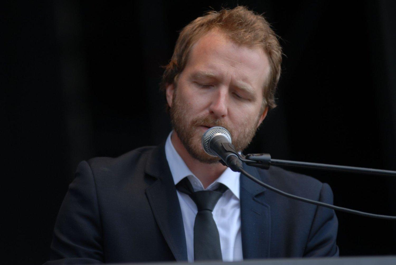 Thom Hell åpnet årets Øyafestival. FOTO: ANDREAS LINDBÆK