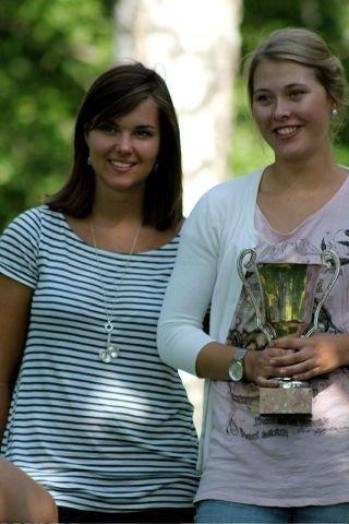 Maria Göthner (t.v.) sammen med vinner av årets elitekurs - Serine Jonassen fra Rogaland.