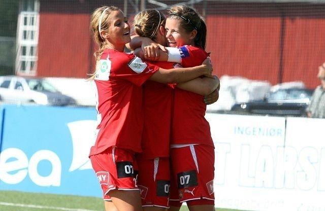 Janne Stange (venstre), Emilie Haavi og Siri Nordby har grunn til å juble for Røa om dagen.