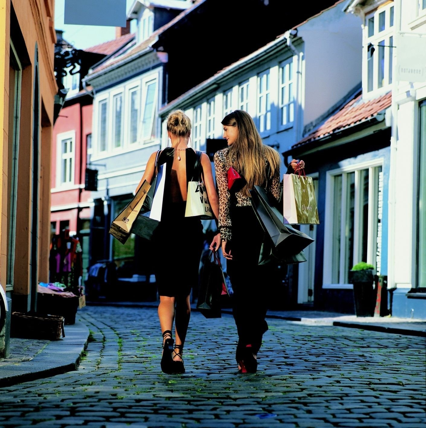 I Århus går du fra nord til sør eller fra øst til vest på 20 minutter. Men du trenger egentlig ikke å forlate Latinerkvarteret med et bredt sortiment av forretninger i små, sjarmerende hus i trange, trivelige gater.