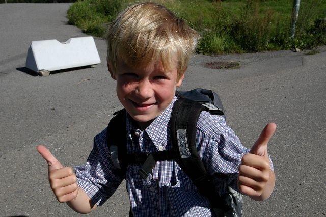 John Downey (6) var blant dem som smilte fra øre til øre på første skoledag.