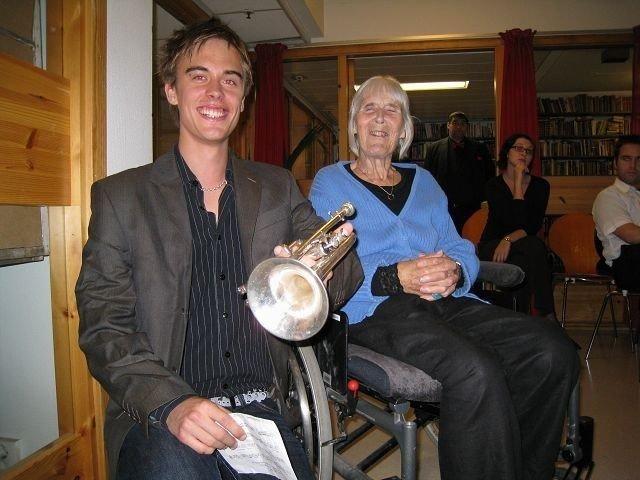 Bestemor Ruth Sevaldson (84 år) er stolt over barnebarnet Ruben Sevaldson (19 år). KLIKK PÅ BILDET FOR Å SE NESTE BILDE