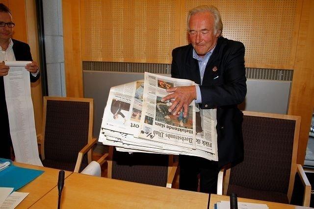 Oslo havn krever erstatning fra Knut Chr. Hallan og Frank-Hugo Storelv etter en aksjon 31. mars 2008 hvor de helte 16 liter saltvann i en lekter.