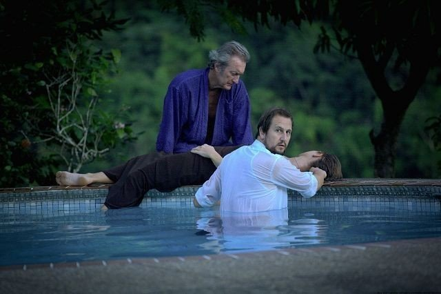 Bryan Brown, Henrik Rafaelsen og Lena Endre i filmen Limbo som har kinopremière 10. september. Filmen ble spilt inn på Trinidad
