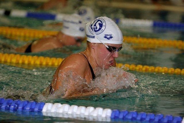 Sara Nordenstam fra Lambertseter imponerte med en bra tid på 200m bryst på hjemmebane.