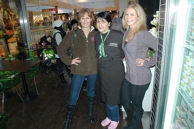Irene Karstad og Ina Hopland Tegnander (til venstre) er glad for at de fant Imad Amedi og Sazan.