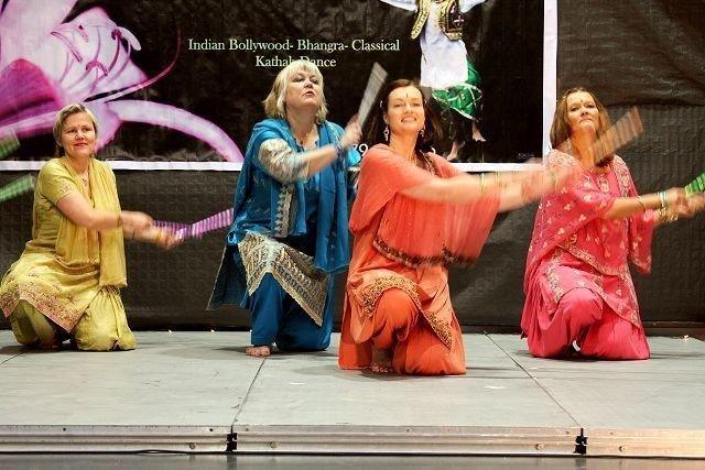 Dansere i alderen 3 til 65 år danset Bollywooddanser og mer tradisjonelle indiske danser. Foto: Kaja Stabursvik