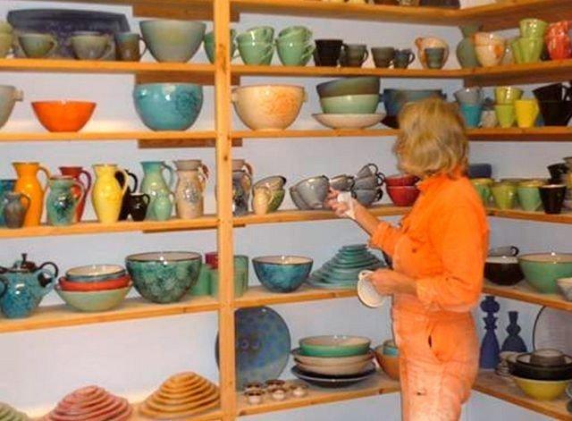 For åpne verksteder på Frysja Kunstsenter. Her kunstner Hanne Øverland.