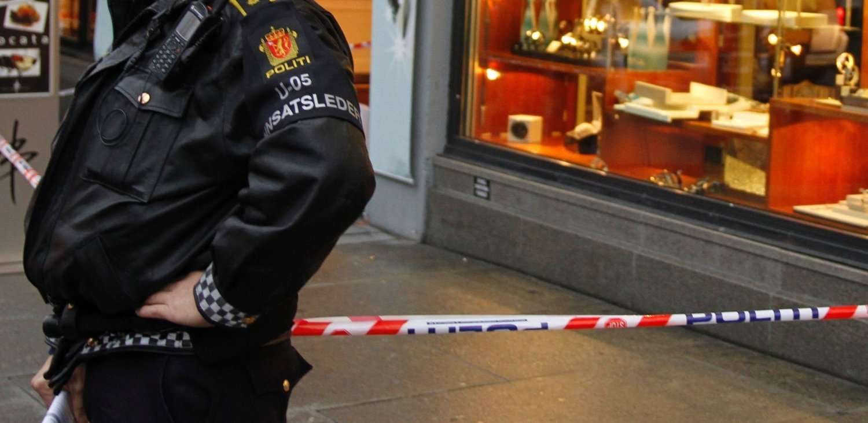 Gullsmedforretningen Thune ble ranet tirsdag formiddag. Politiet har satt i gang søk etter gjerningsmennene.