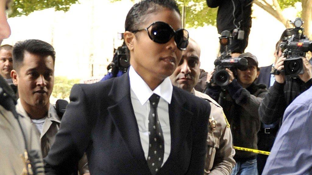 MANDIG: Janet Jackson ser ikke mye kvinnelig ut i en maskulin dress, og med kortklippet hår.