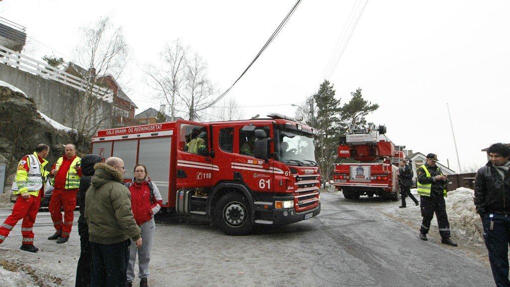 Store redningsmannskaper rykket ut til brann på Simensbråten torsdag morgen.