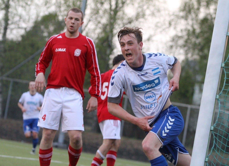 Joachim Wøhni har akkurat utlignet til 2-2, mens Østsiden-spilleren kan styre sin begeistring.