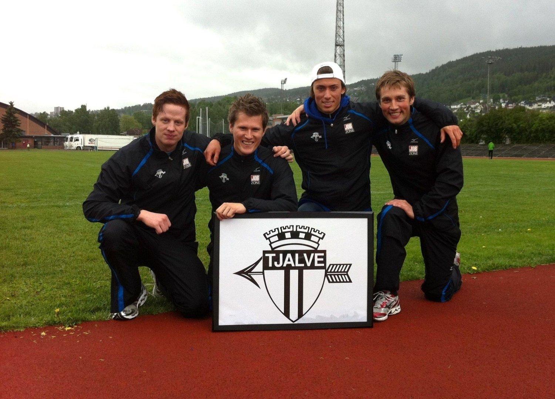 Tjalve-sprinterne Alexander Dahlstrøm Winger, Christian Settemsli Mogstad, Philip Berntsen og Henrik Johnsen var stolte etter rekordløpet på Marienlyst stadion.