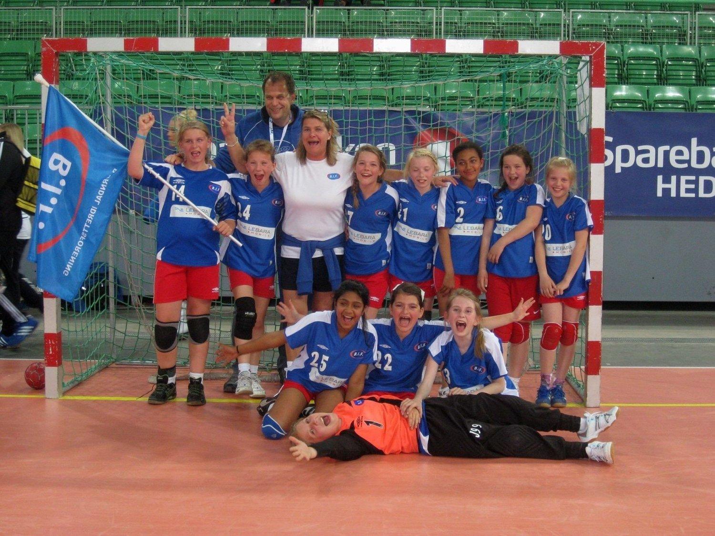 Bjørndals spillere og ledere jublet vilt etter seieren i B-finalen. Foto: Toril Ek