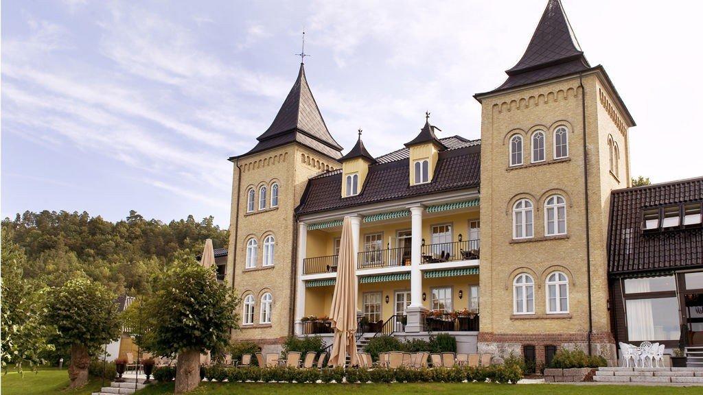 Refsnes Gods er et av de 42 hotellene du kan velge å bo på om du vinner premien denne måneden.