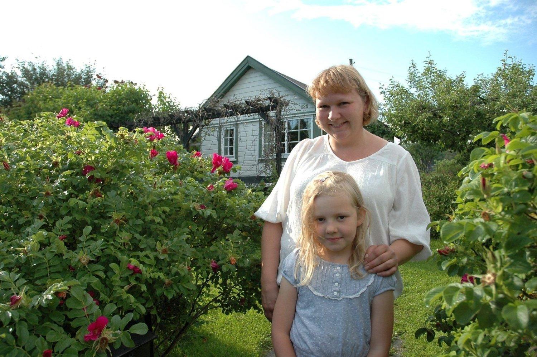 Kolonister siden 2007: Heidi Vestala og Anna Sofie (7 1/2) fra Grefsen. Det mest positive: Nærheten til naturen og tilgang til hagen. Negativt: Savner tilkobling til kloakk, og et vanlig bad. (TRYKK PÅ BILDET FOR Å SE NESTE)
