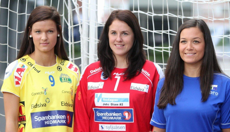 Konkurrenter: Ingvild Flovik (høyre) sammen med Storhamars Kristin Saugstad (venstre) og Gjøviks Kjersti Beck.
