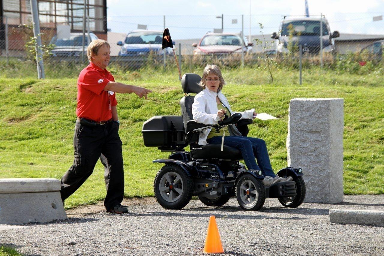 TESTBANE: Her kan man teste rullestolen på trikkeskinner, fortauskanter og andre utfordringer.
