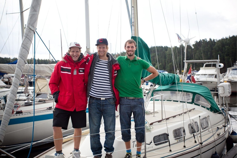 endelig avreise: Gaute Heggvold, Martin Duås og Mads Tønnesson har fått den nye motoren, og dro lørdag fra Sjølyst.