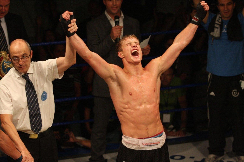 JAAAAAAA: Andreas Lødrup fra Fighter Kickboxing klubb hadde full kontroll og er igjen regjerende mester i kickboxing -75 kilo.