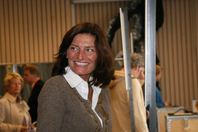 BORGERPLIKTEN: Byrådslederkandidat Libe Rieber-Mohn (Ap) utførte borgerplikten på Uranienborg skole søndag ettermiddag.