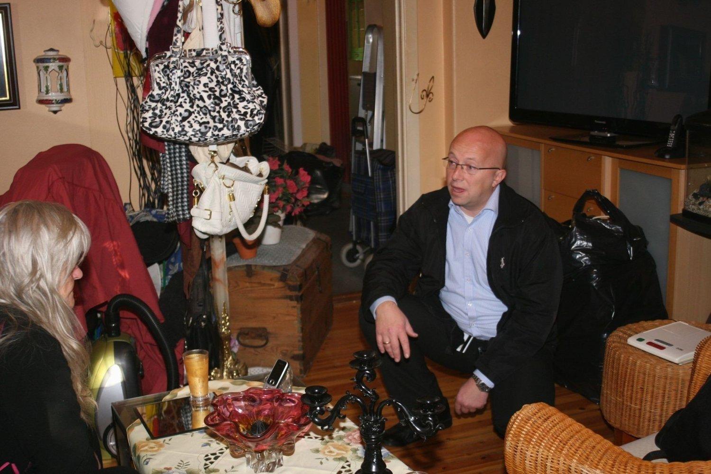Rehabiliteringssjef Thomas Møller fra Boligbygg lover at den kommunale leilighten til Ranveig Sæther (69) skal vaskes slik at hun kan bo hjemme uten å bli alvorlig syk.