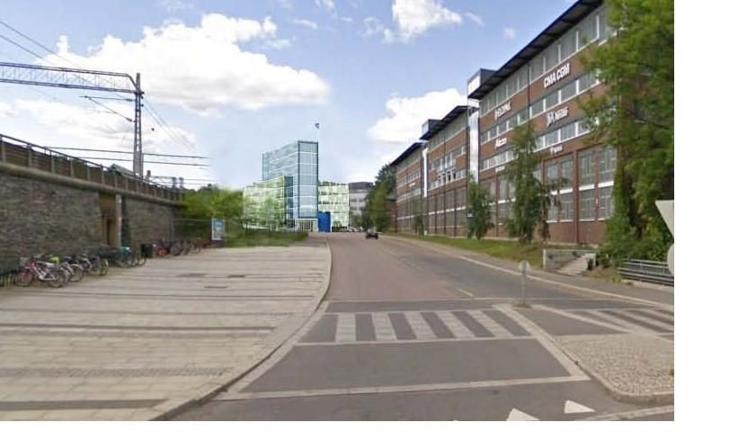 Sett fra Skøyen stasjon ligger kontorbygget direkte i Tingstuveien.