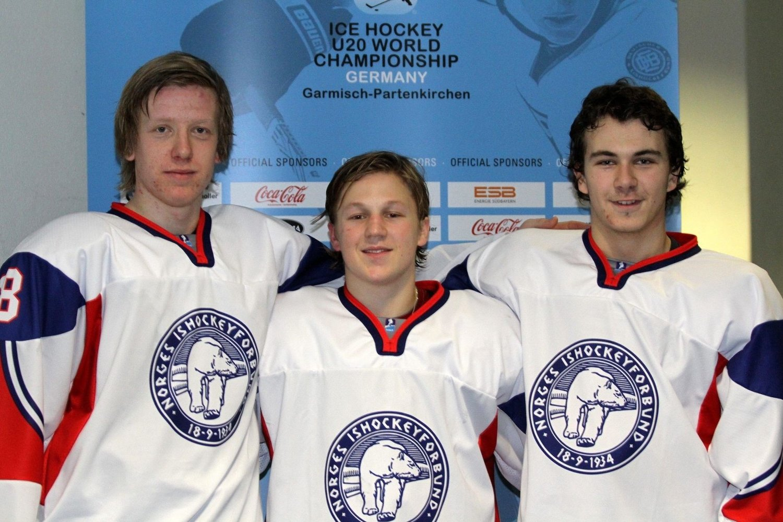 Alt for Norge: Olai Sveine Johannesen (venstre), Magnus Hoff og John Nicolay Næsgaard ga alt for Norge i kampen mot Storbritannia og satser på å rykke opp til A-VM.
