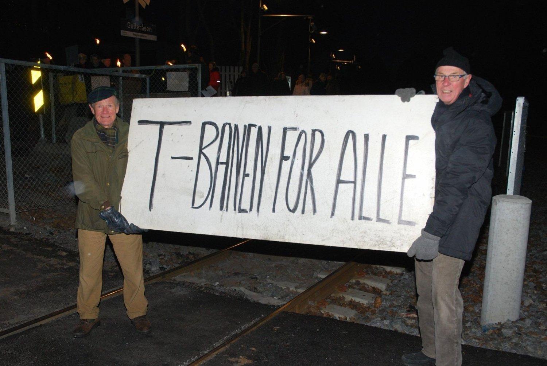 Erik G. Tandberg og Alf G. Astrup kjemper sammen med andre i aksjon « Bevar Gulleråsen stasjon».