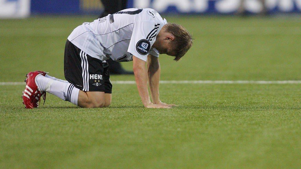 cbe853b4c Tippeligaen , Kunstgress | - Norge er blitt Blatters prøvekanin